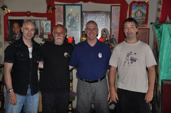 Sifu Husek na návštěvě v Londýně u Sifu Jim Uglow. Zleva: Sifu Julian Dale, Sifu Husek, Sifu Jim Uglow a  Sifu Zdeněk Kurfürst Srpen 2012