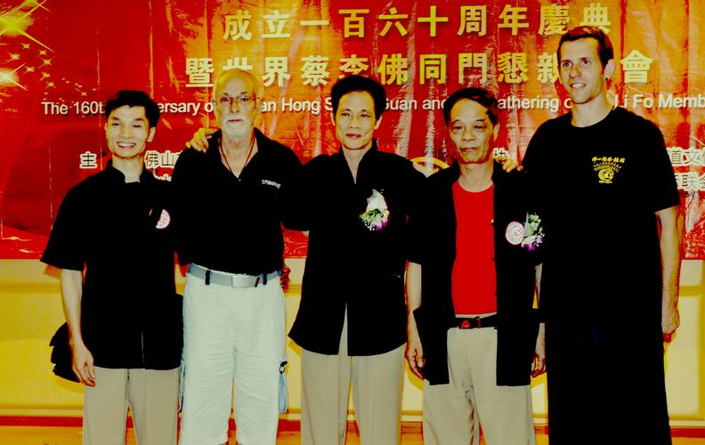 Sifu Bun, sifu Husek, sifu Gai, sifu Wong a Lukáš Slavíček na oslavě 160 let Hung Sing Choi Lei Fut školy ve Fat Shanu 2011